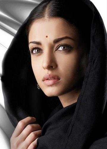 aishwarya_rai_-_an_old_lady_500