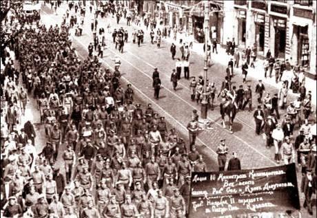 bieu_tinh_o_petrograt_ngay_18-6-1917