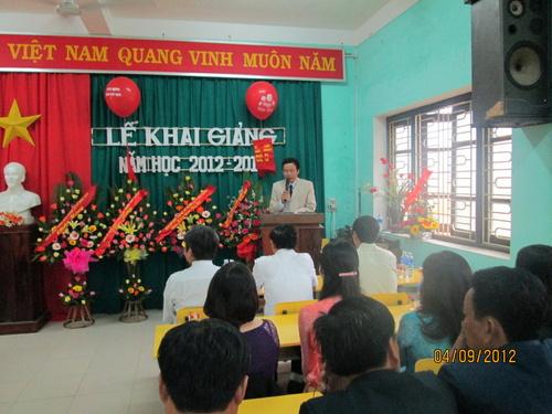 hieu_truong_le_ngoc_thanh_doc_dien_van_khai_giang_500