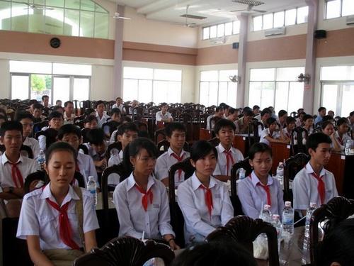 Hình ảnh trong lễ Tuyên dương khen thưởng học sinh giỏi huyện Cai Lậy NH 2008-2009