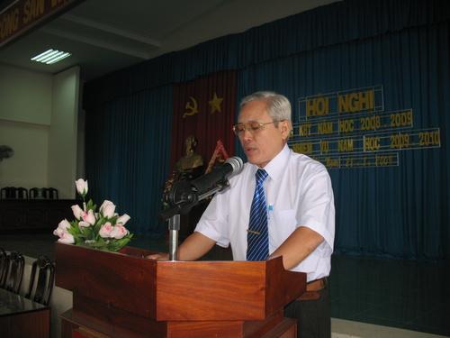 Ông Ngô Minh Chung - Trưởng phòng Giáo dục và Đào tạo huyện Cai Lậy thông qua Phương hướng nhiệm vụ năm học 2009-2010