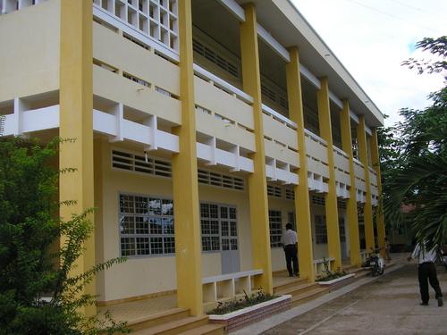 Trường Tiểu học Long Tiên