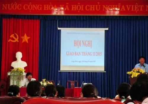 Hội nghị giao ban tháng 11 năm 2015 và tiễn cô Trang về hưu